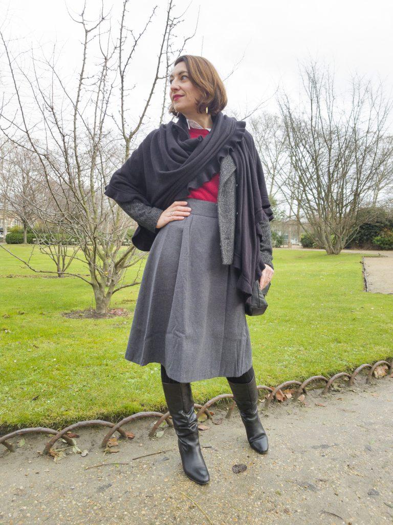 blog mode fashion jupe midi jupe porteuille gris bottes andré mademoiselle r rouge pull chemise blanche sac noir châle noir écharppe xl